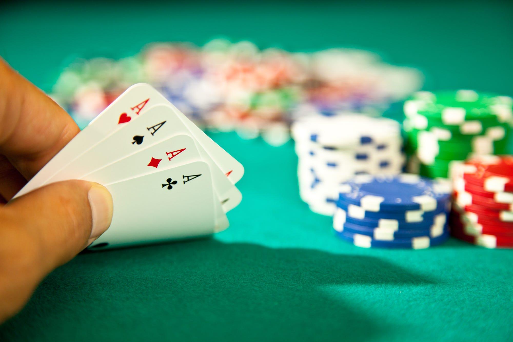 На фото: © Опрос: во что вы играете, после того как закрыли казино?, автор: admin