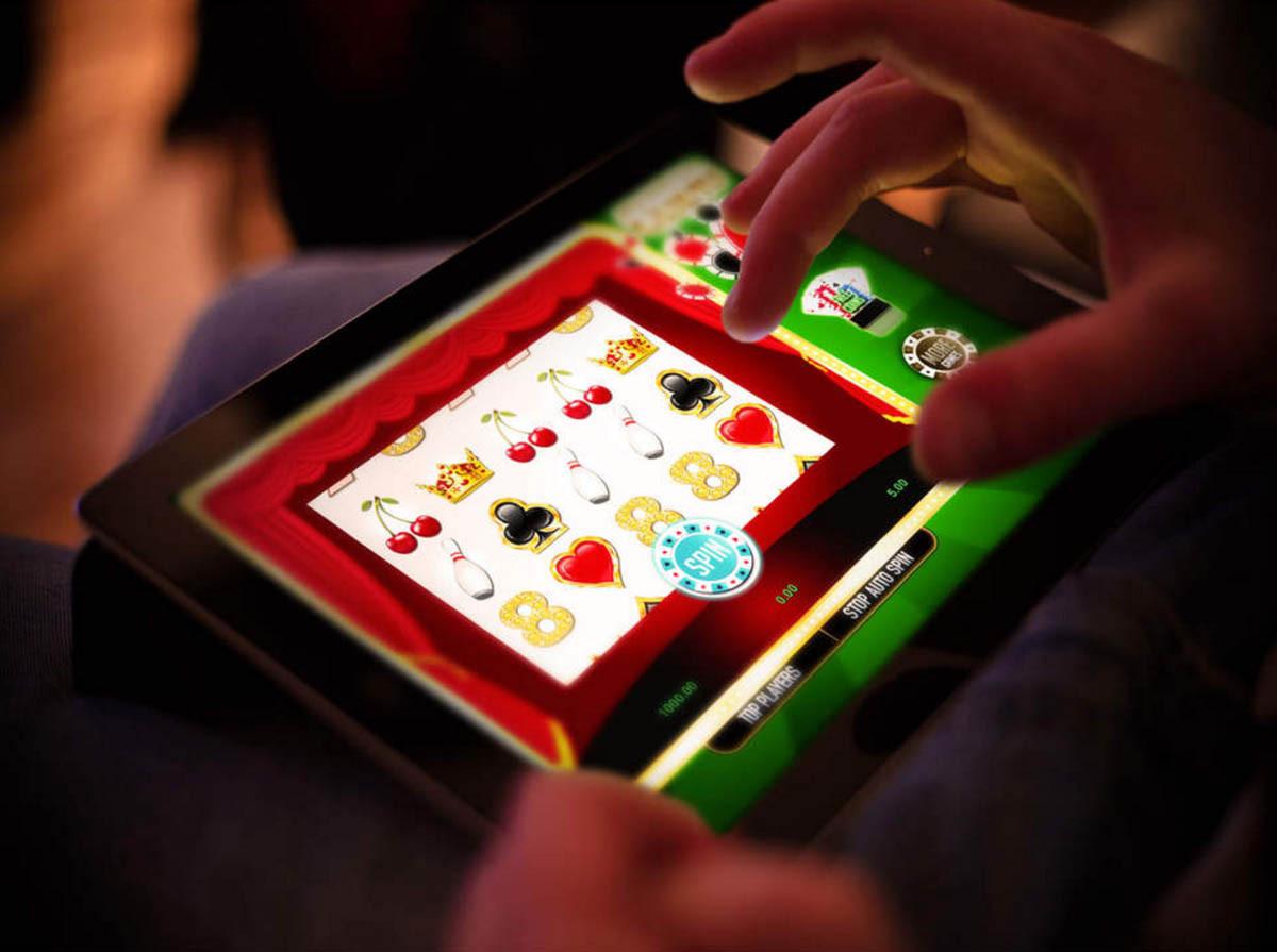 На фото: Выбор игровых автоматов в игорном клубе Лев, автор: admin