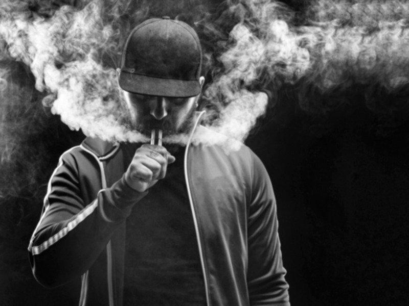 На фото: Проходит ли мода на курение?, автор: admin