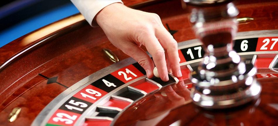 """На фото: © Game is over. """"На плаву"""" в России остались лишь игровые интернет-проекты (Azimut Casino, Vulcan и пр.), автор: admin"""