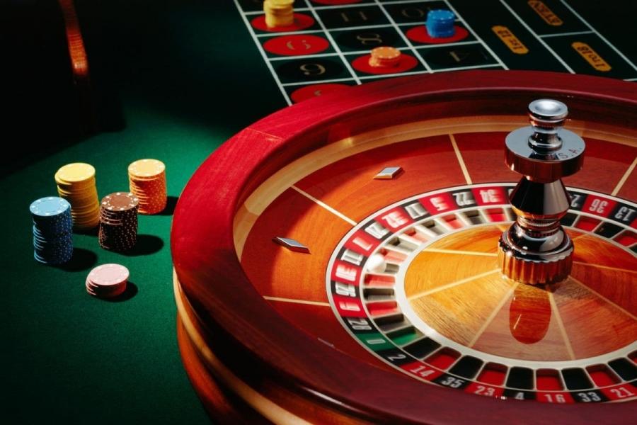 """На фото: Охранник казино: """"Весь азартный бизнес должен уйти в Интернет вслед за """"Вулканами"""", автор: admin"""