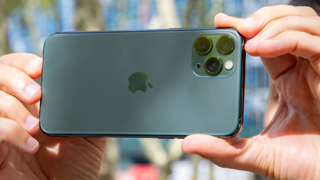 На фото: Почему покупатели выбирают iPhone?, автор: admin